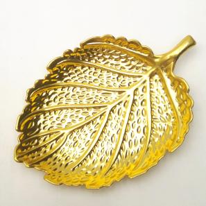 Schaaltje goudkleurig blad